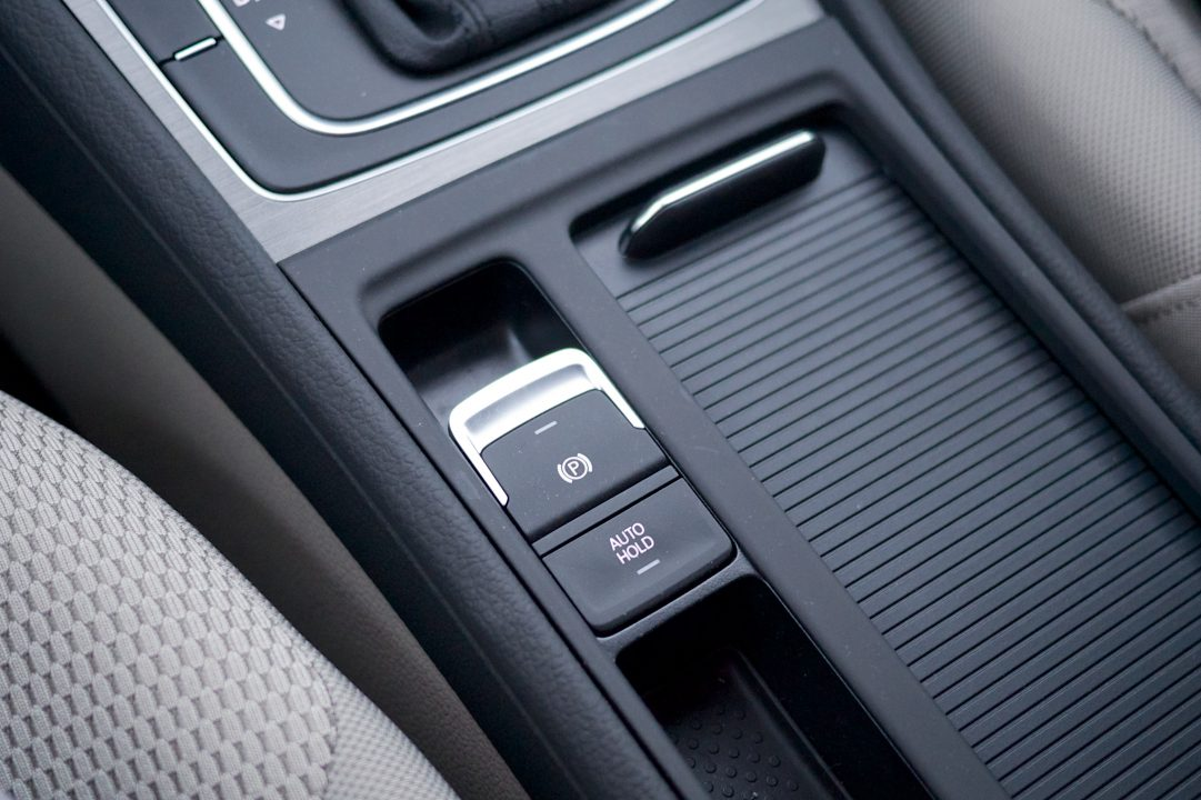 Electric park brake in the center console in a Volkswagen Golf Variant